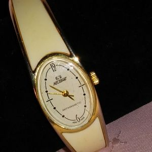 Vintage Nelsonic Anti Mag Bangle Bracelet Watch